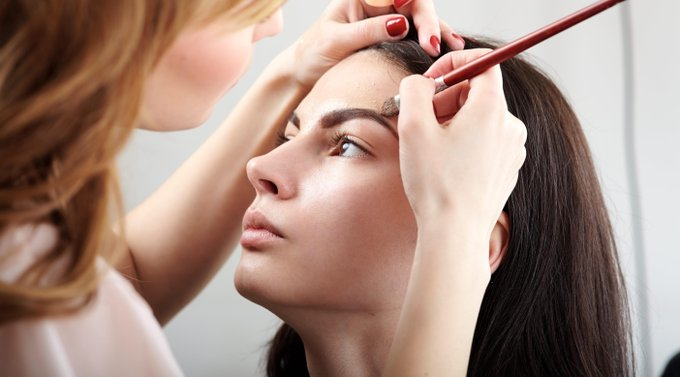 How to apply makeup on acne-prone skin 7 tips from the pros skincare spots muas