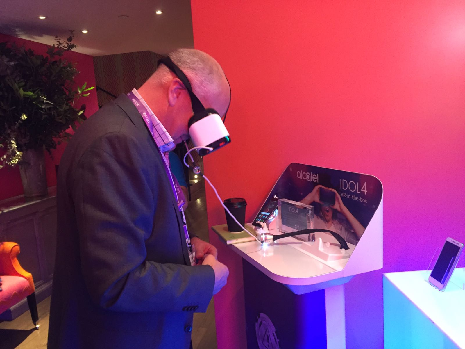Exploring #VirtualReality at #ccspredicts - looking forward to the day ahead! @CCSInsight #Idol4 #VR https://t.co/JFKoeEmHjw