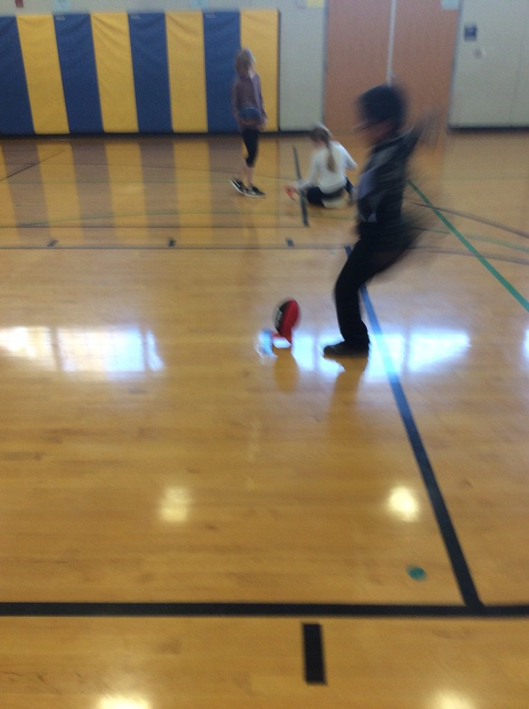 Having fun kicking field goals! <a target='_blank' href='https://t.co/1NMpEfs9Pv'>https://t.co/1NMpEfs9Pv</a>