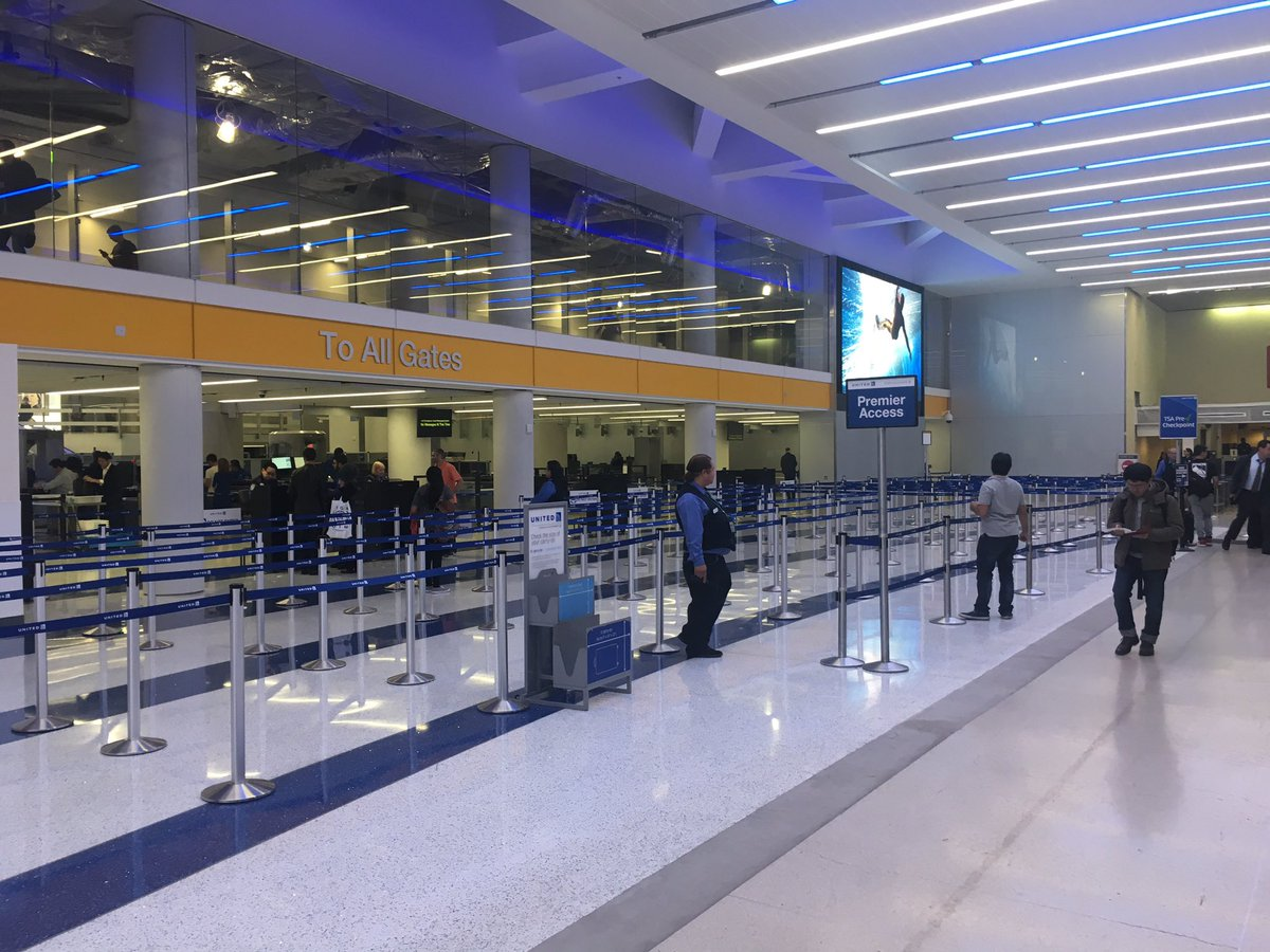 Brand new checkpoint w/Automated Screening Lanes for United passengers to use. This one is in #LAX @weareunited @gavinmolloy @hollylhermes