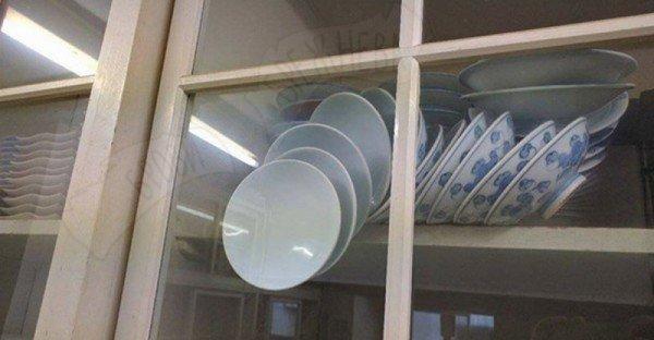 Come aprire la vetrina senza rompere i piatti