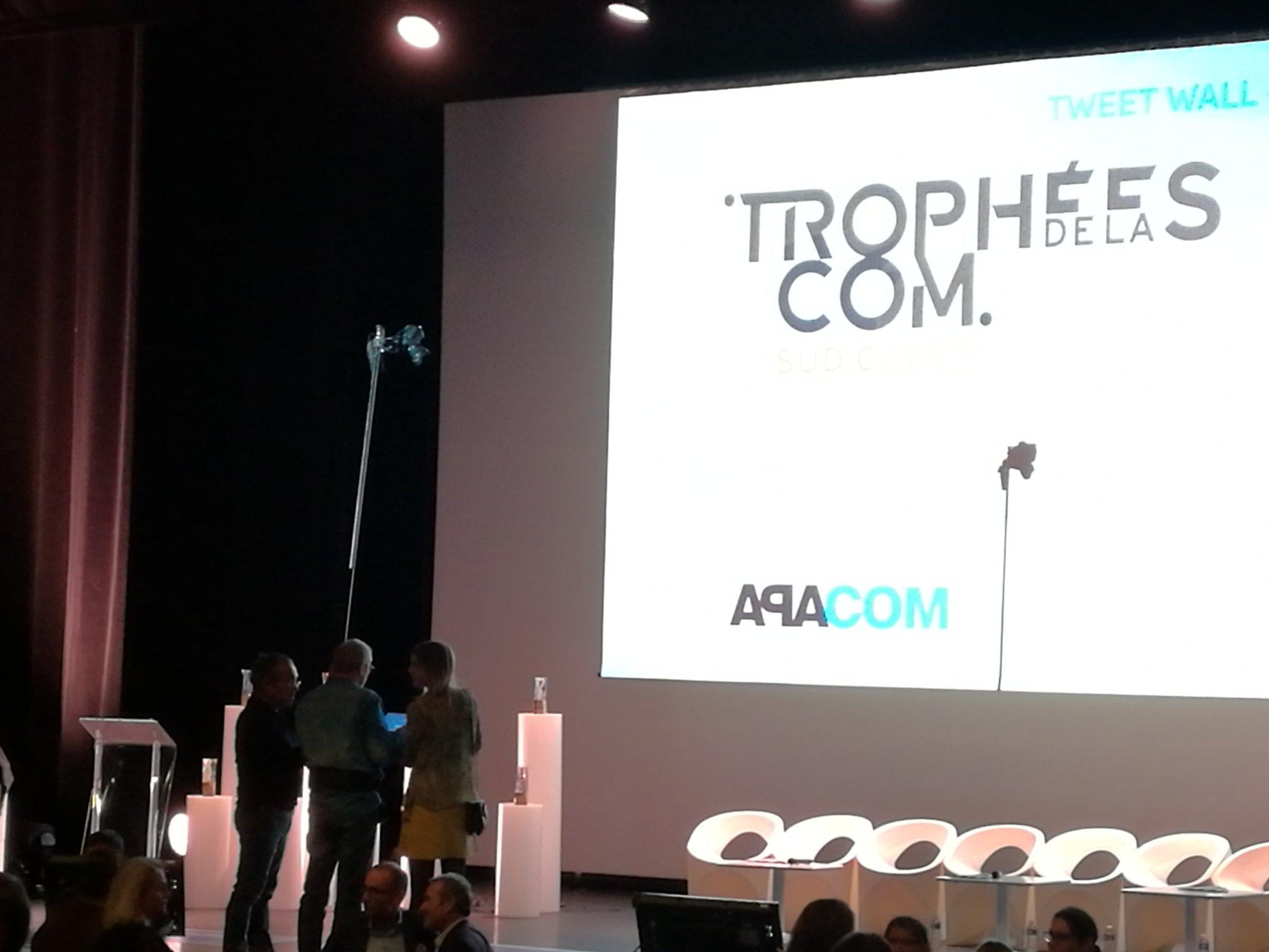 Ce soir c'est les #tropheescom.. avec déjà la plus badass des perches à selfies. https://t.co/U85iuuPwye