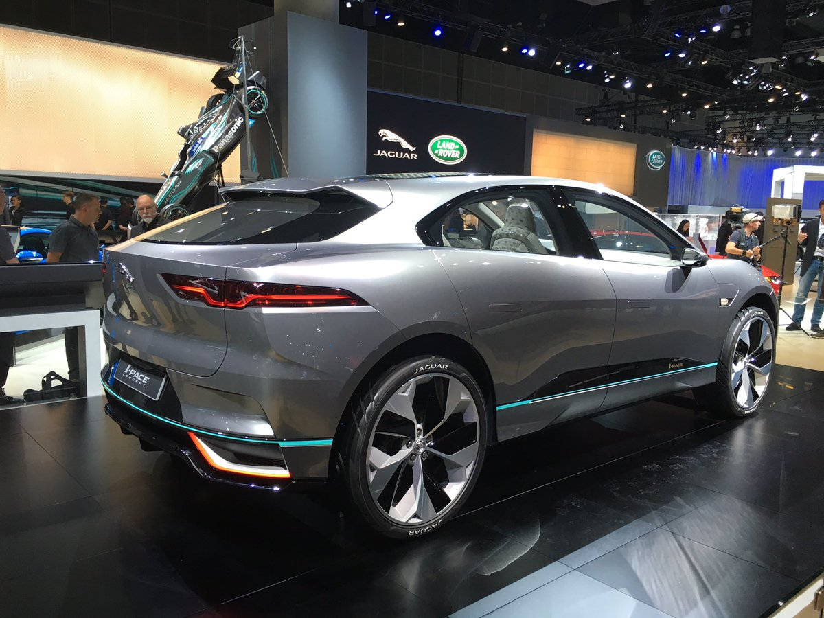 1 X The Ipace Concept World Debut From Jaguar Previews A Compact Electric Crossover Svp Laautoshow