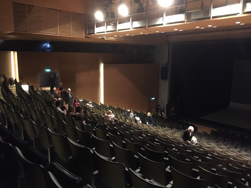 La Grande Salle se remplit doucement #LoveTheatreDay https://t.co/qs8LSit6J7