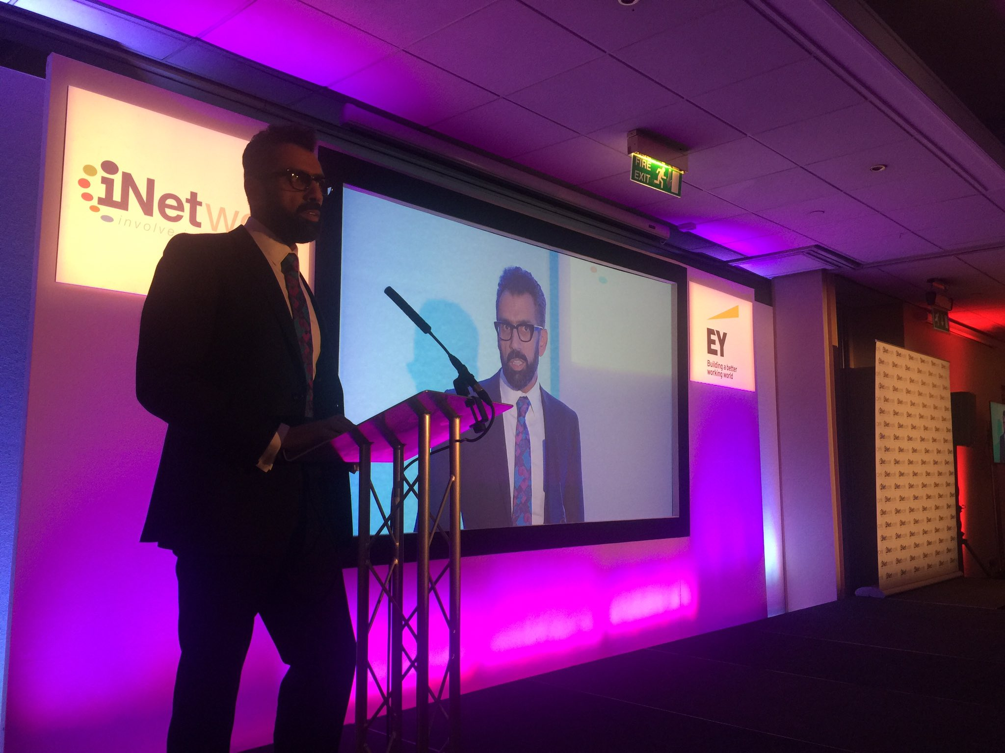 #inetworkawards Darra talks about the need for innovation in public services #EY https://t.co/JGBm31uvJh
