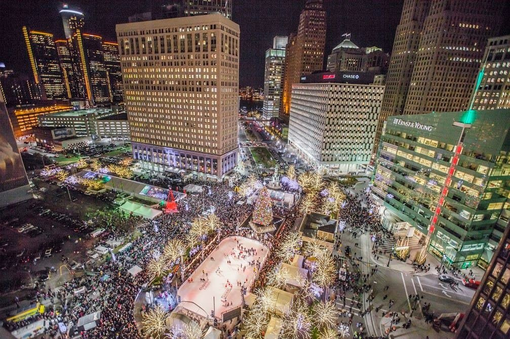 This Fri! #DetroitTreeLighting  Featuring Olympic Gold Medalists Meryl Davis & Charlie White https://t.co/ex1owM8BcU https://t.co/hnMVJpXDJj