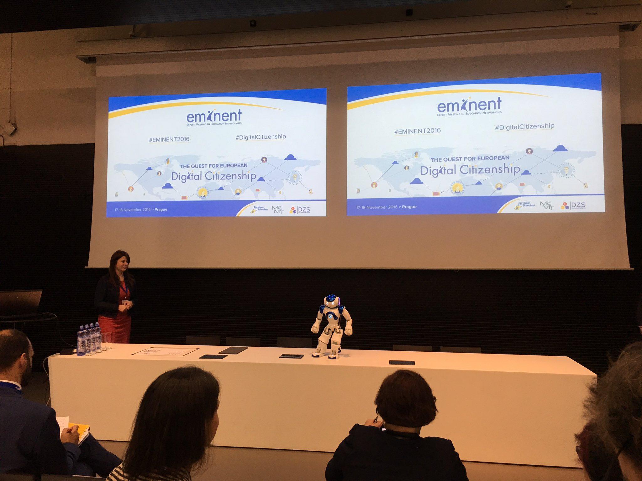 Comienza #Eminent2016 y nos da la bienvenida.... un robot!!! #DigitalCitizenship https://t.co/oayySuuJIG