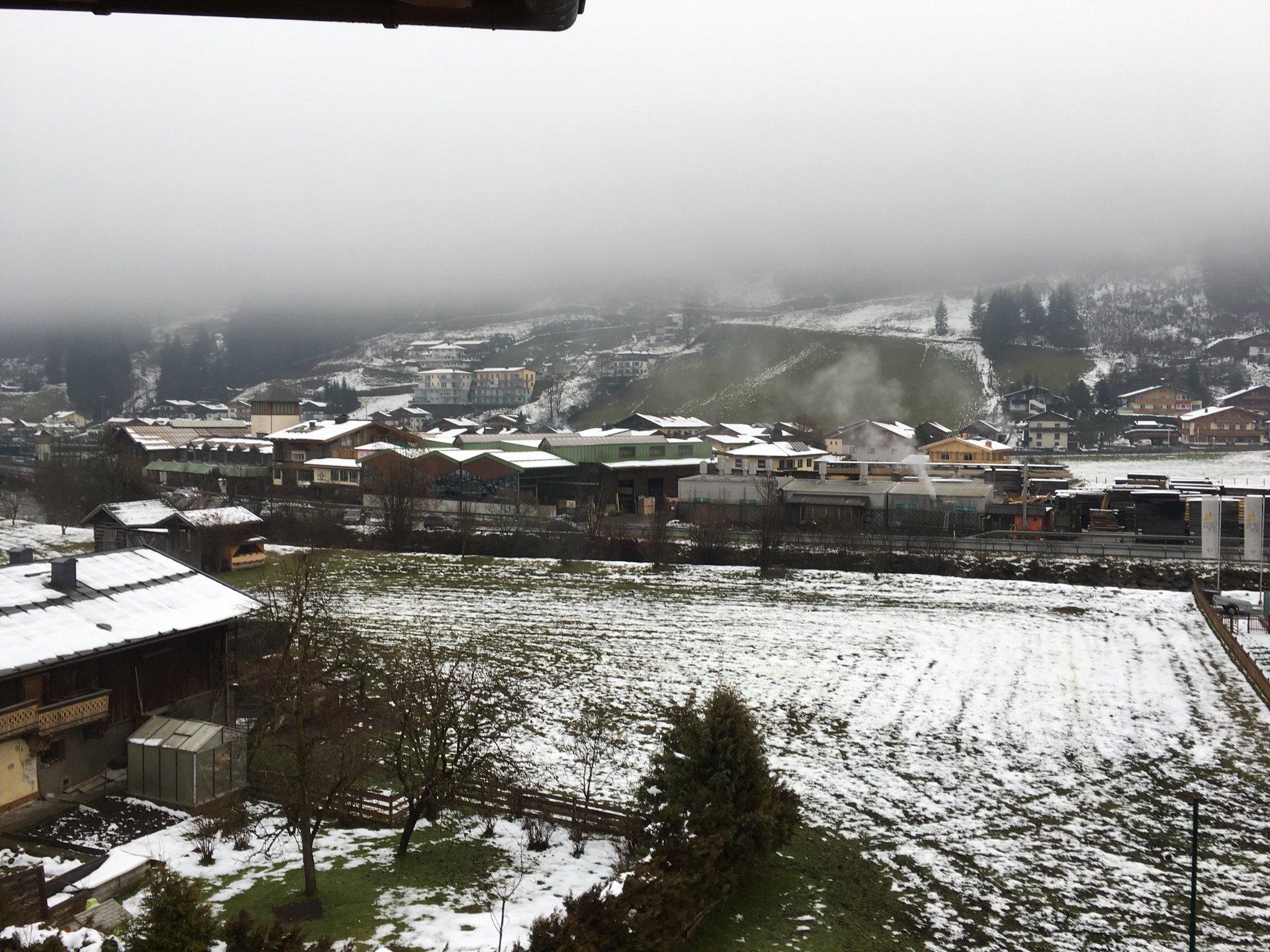 Guten Morgen. Der Schnee verschwindet leider nach und nach #meurers #tauernhof https://t.co/4zioDSiBLC