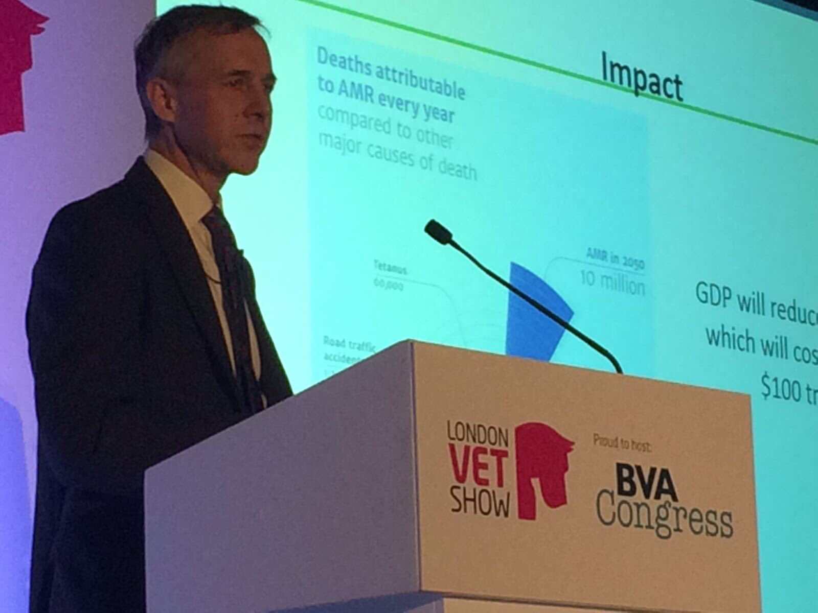 "@ChiefVetUK: ""nice to speak to you as the VMD publishes the VARSS report, showing a 9% fall in sales"" #vetshow https://t.co/5EwF7CZ6wv"