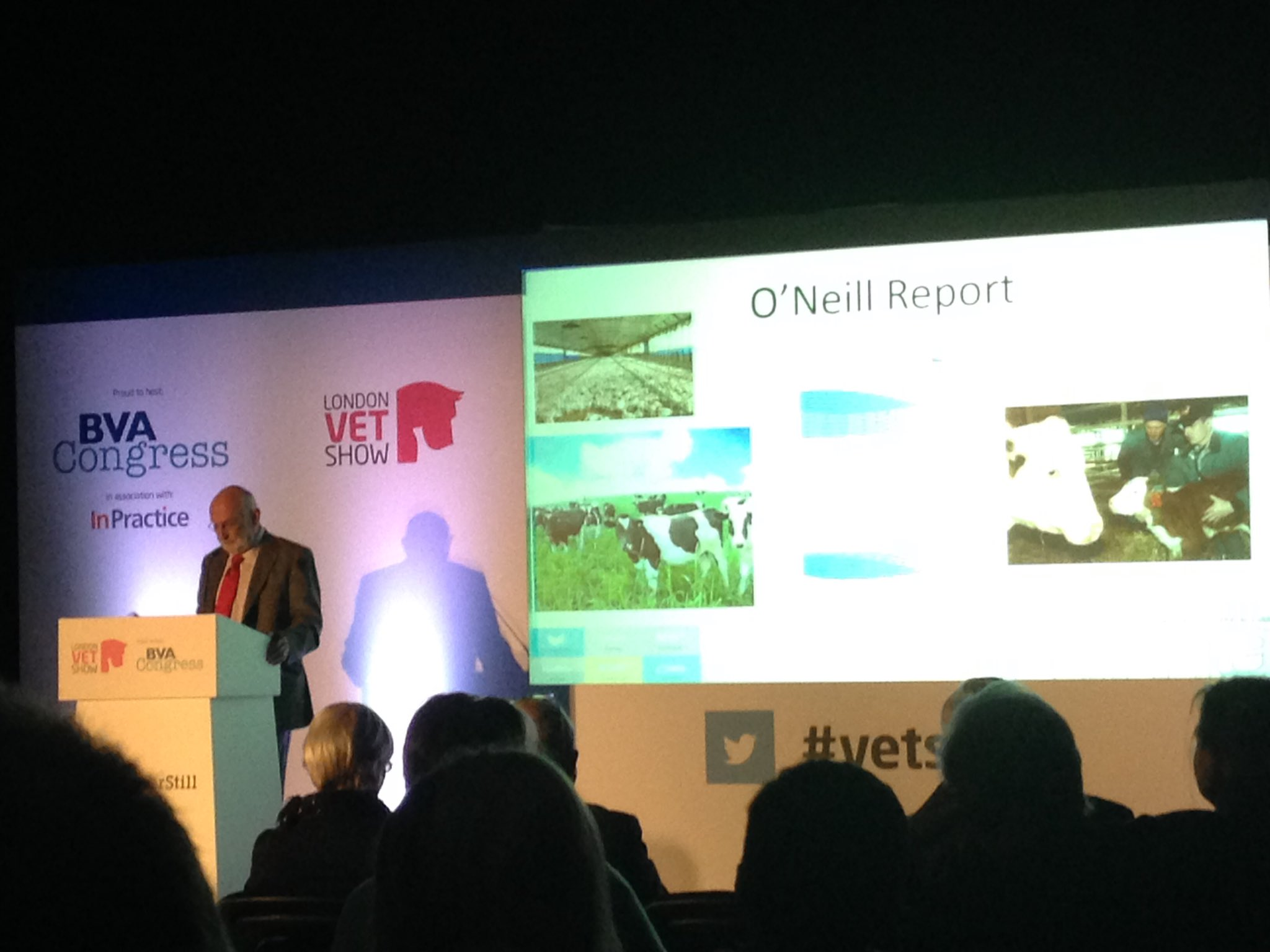 Next up John Fitzgerald from @RUMA_UK discussing the O'Neill report outcomes & future of tackling AMR #vetshow #AMR https://t.co/Z5FBwTztkJ