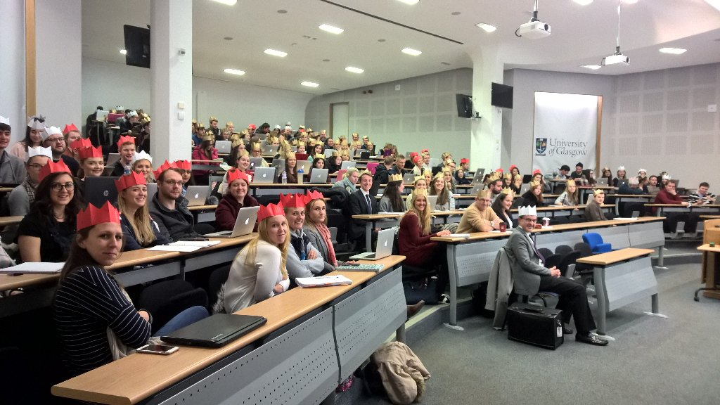 The @UofGLawDiploma class wearing #inksterschristmashats at my personal branding talk this morning https://t.co/yX8bcIOlsF