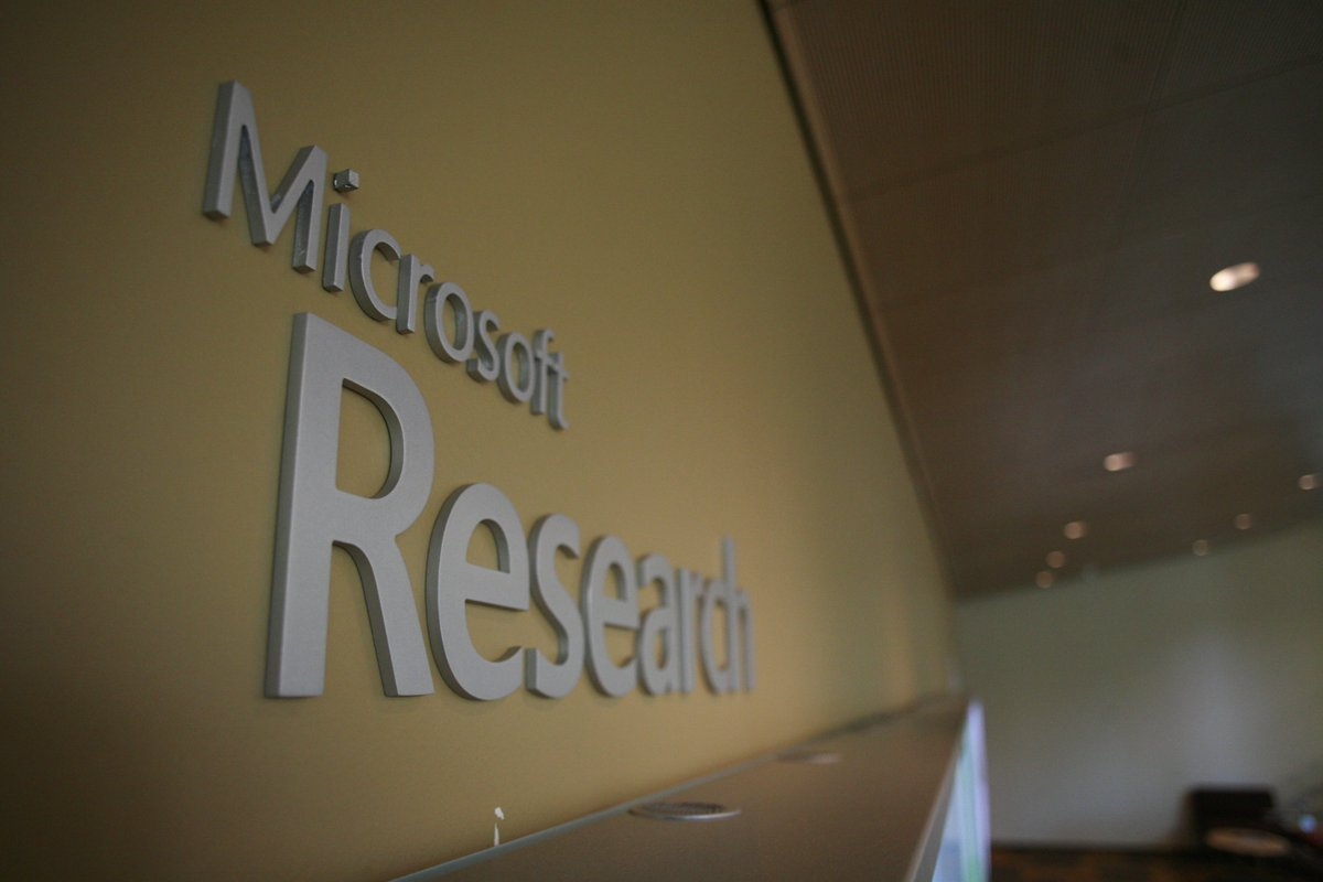 #MicrosoftAcademic: is the Phoenix getting wings? Analysis by our business professor @AWHarzing  http:// bit.ly/2eJuLJP  &nbsp;  <br>http://pic.twitter.com/95X2x9l9za