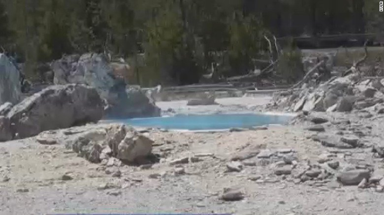 Man dissolves in acidic water after he fell into a hot spring at Yellowstone while searching for a spot to 'hot pot' https://t.co/4xDTvIoQF3
