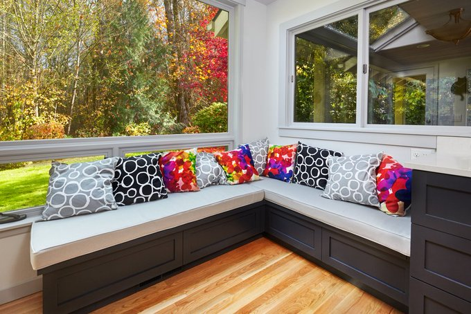 Tips for Decorating Your Window Seat. HomeDecor DIY interiordesign ==>
