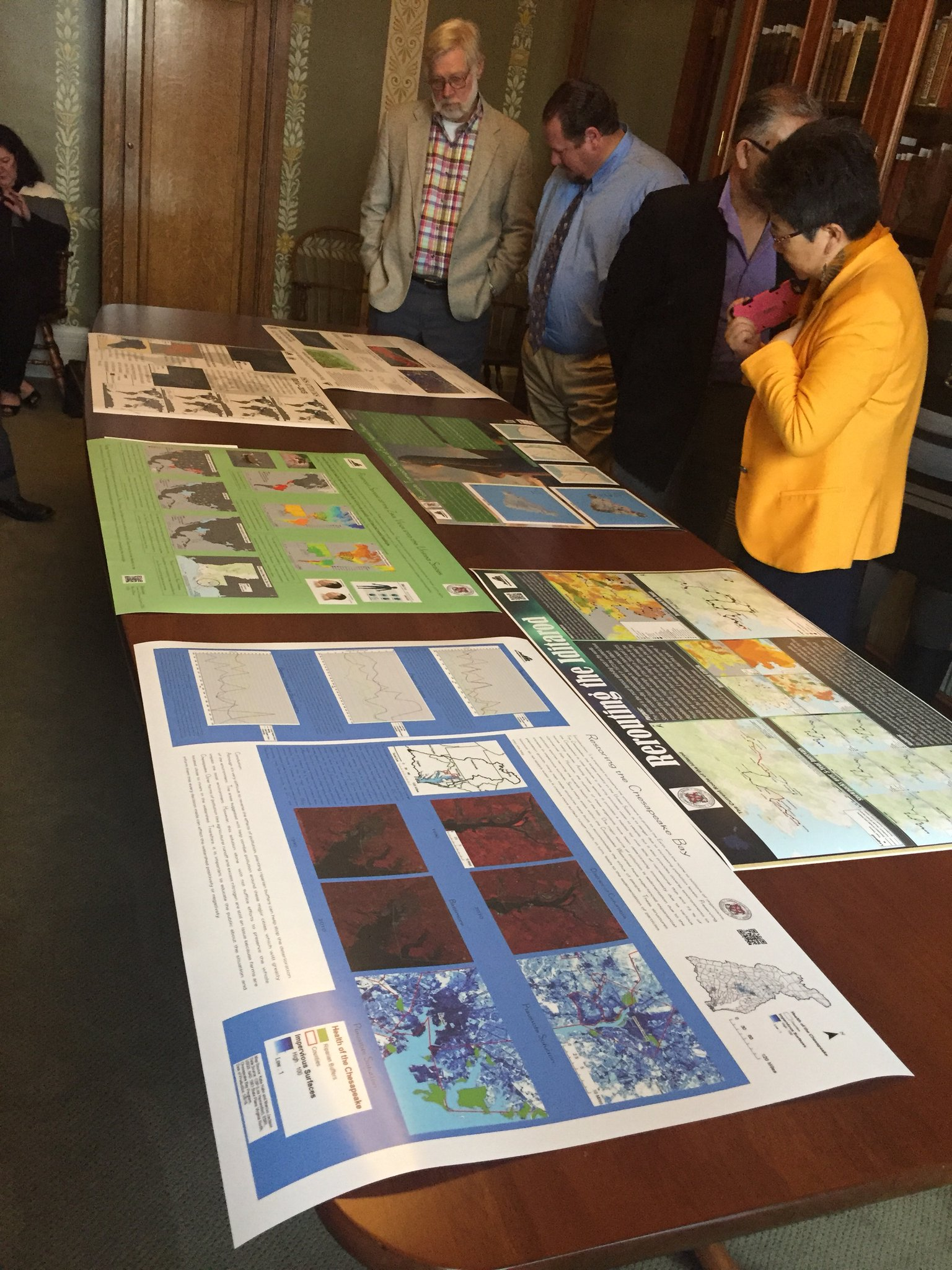 A5: Encouraging K-12 education in geography and celebrating GIS projects from local high school students! #GISDay #GAWchat https://t.co/OPo0Te1Ni3