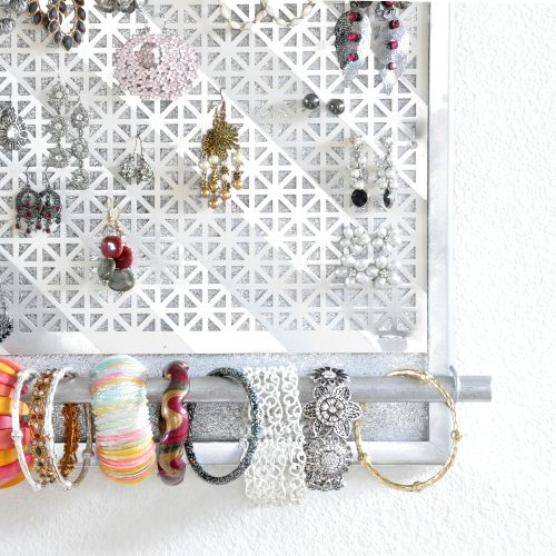 Jewelry should decorate while not being worn too! Easy DIY Jewelry organizer