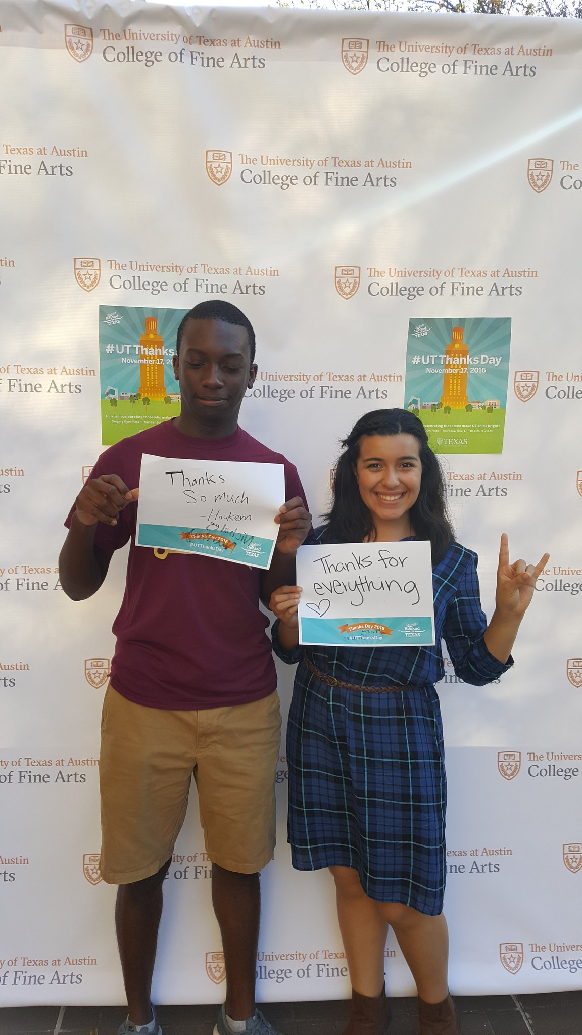 I wasn't ready for the pic but it's chill lol #UTThanksDay https://t.co/sqXhbN9yfr