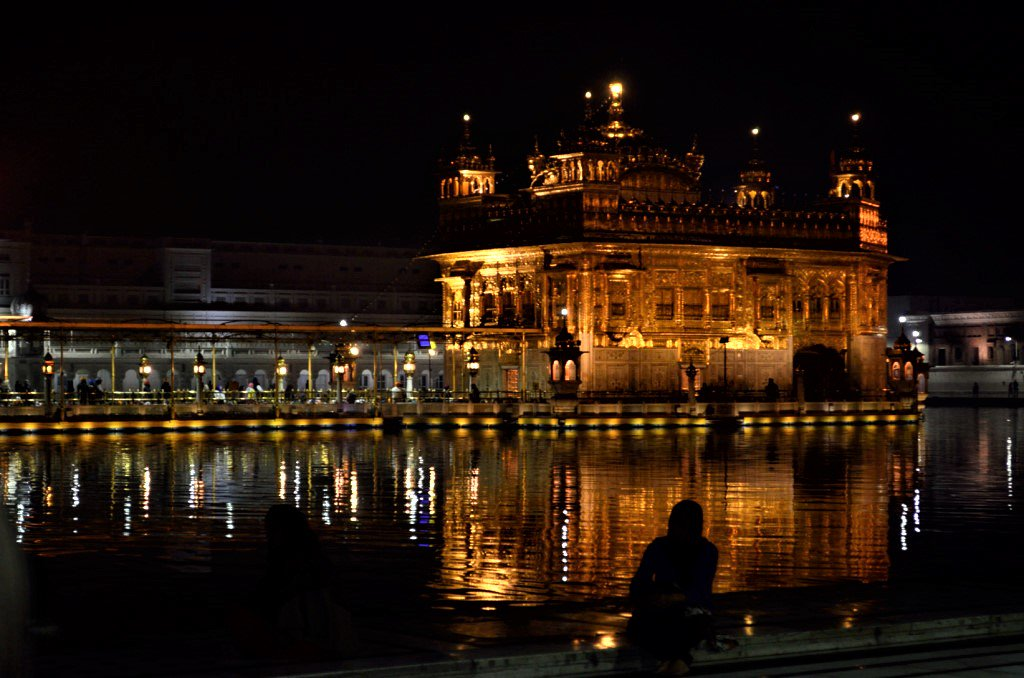 A moment I will never forget - Golden Temple in Amritsar at 4 am https://t.co/ts1A2KeQR1