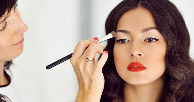 5 Makeup Hacks this New Year for a Brighter You