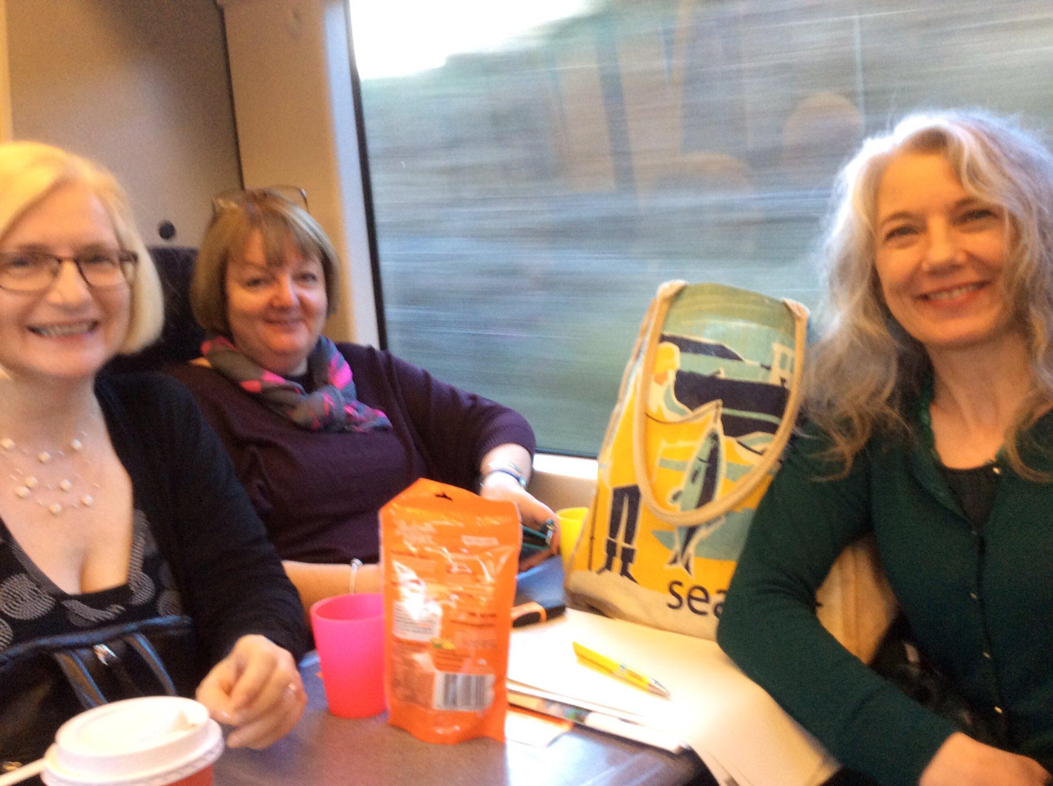 @JennyForeman @MoragHiggison @FionaLaing on our way to #scotinfolit https://t.co/z4zpQI0sES