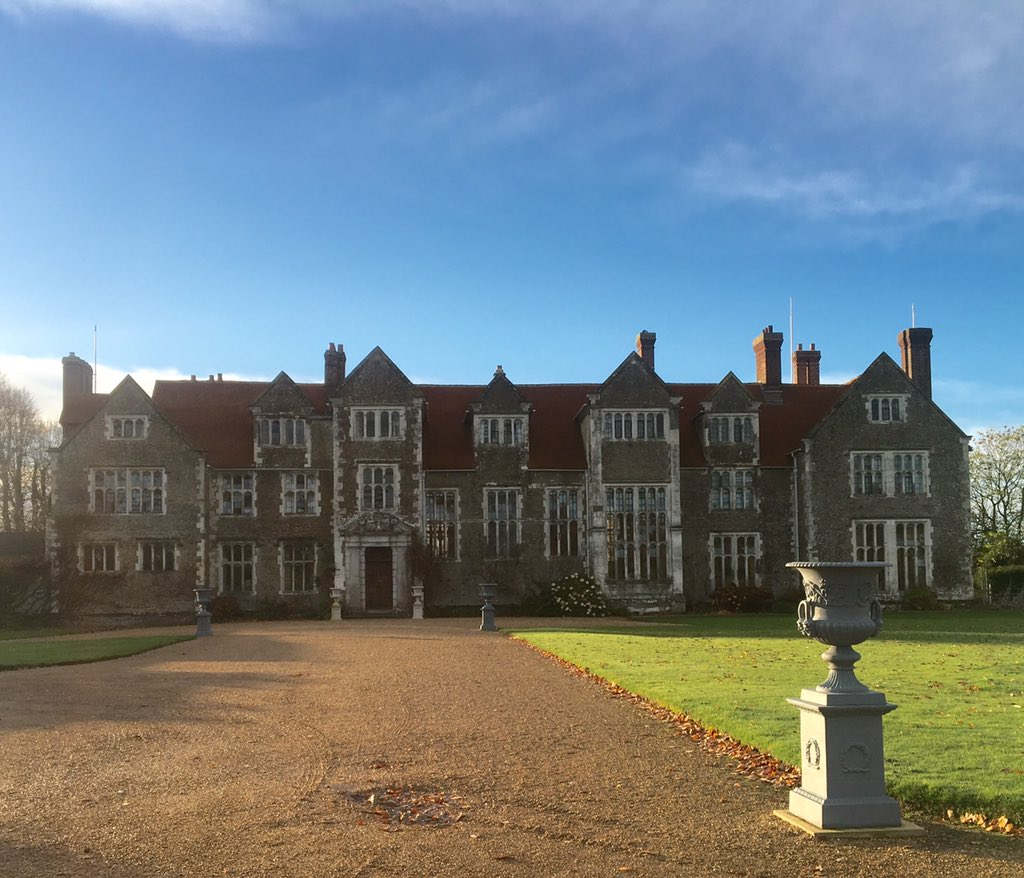 RT @EveofStAgnes Beautiful  morning at Loseley House Christmas Fair. Make a head start on your Xmas shopping! #buylocal @LoseleyPark