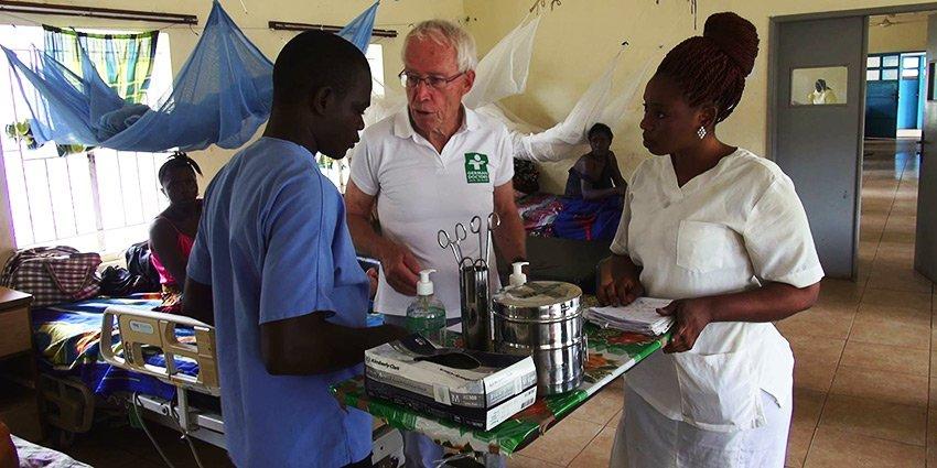 """Die Initiative """"Gaildorf hilft Afrika"""" besucht unser Krankenhaus in #Serabu und berichten von ihren Eindrücken:https://t.co/89Y9Er99Ii https://t.co/rzoEX6WNMJ"""