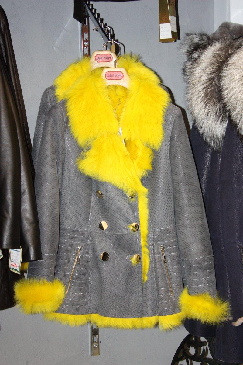 модные стильные женские осенние теплые куртки и короткие пальто