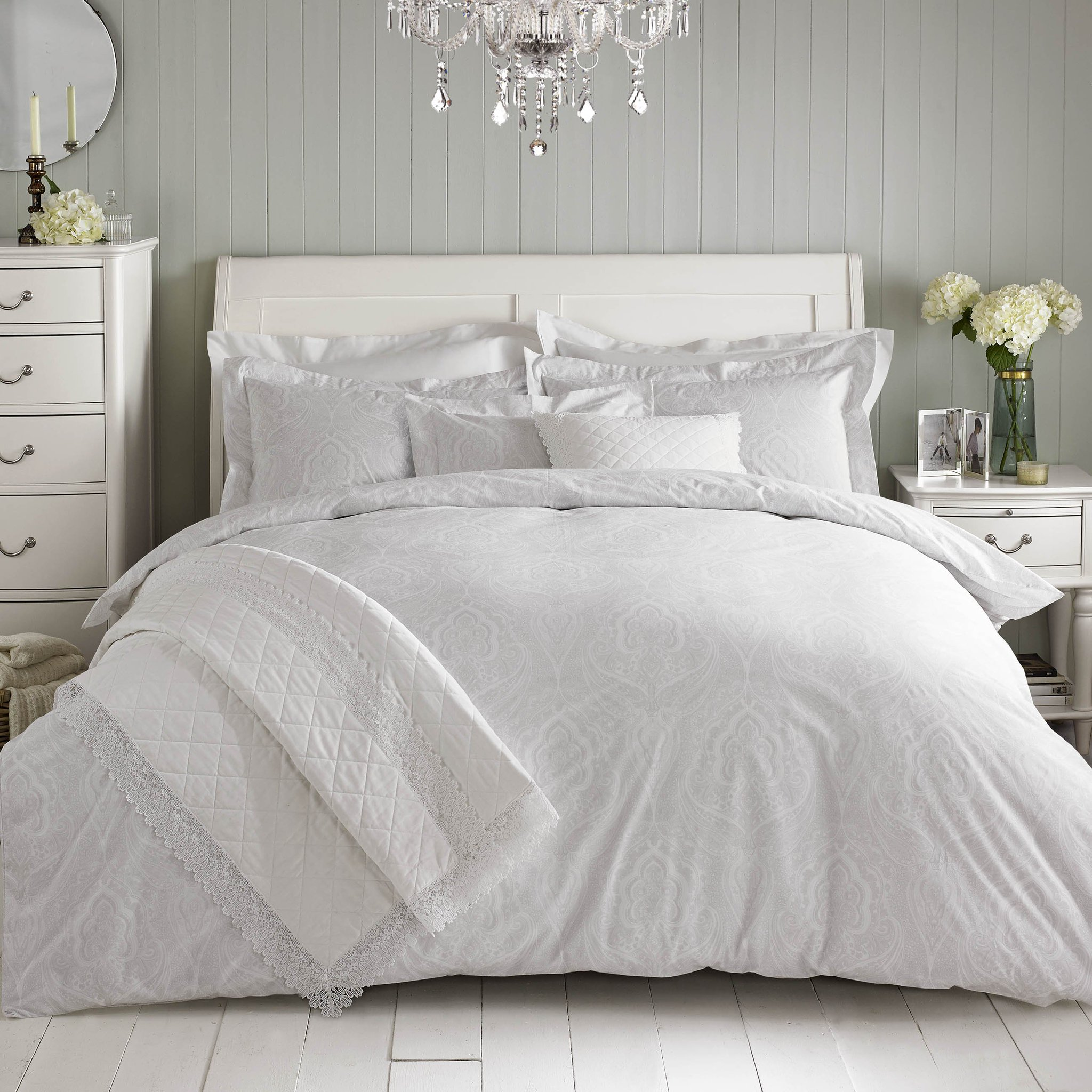 Excited to say you can also now find my bedding range in its lovely new home @DunelmUK! 💚xx https://t.co/5MbzWeS2J9 https://t.co/bRCxKIhWjo