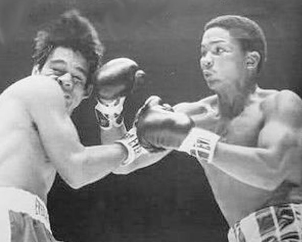 1972:Esteban DeJesus W 10 Roberto Duran, NYC.DeJesus puts Duran down In R1 &hands him his 1st defeat. scores:6-3-1,6-2-2&5-4-1.