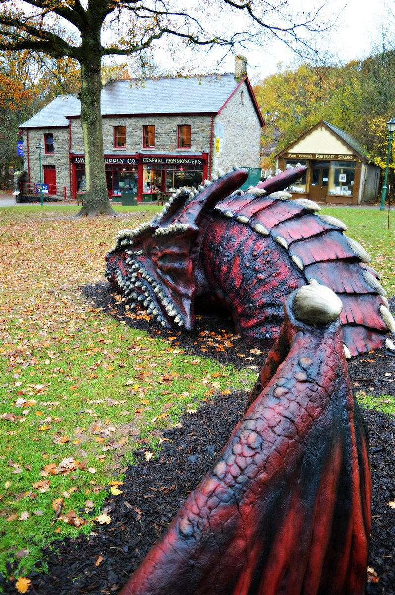 The @cadwwales dragon keeping a watchful eye over Gwalia Stores. https://t.co/ugKUTf13pa