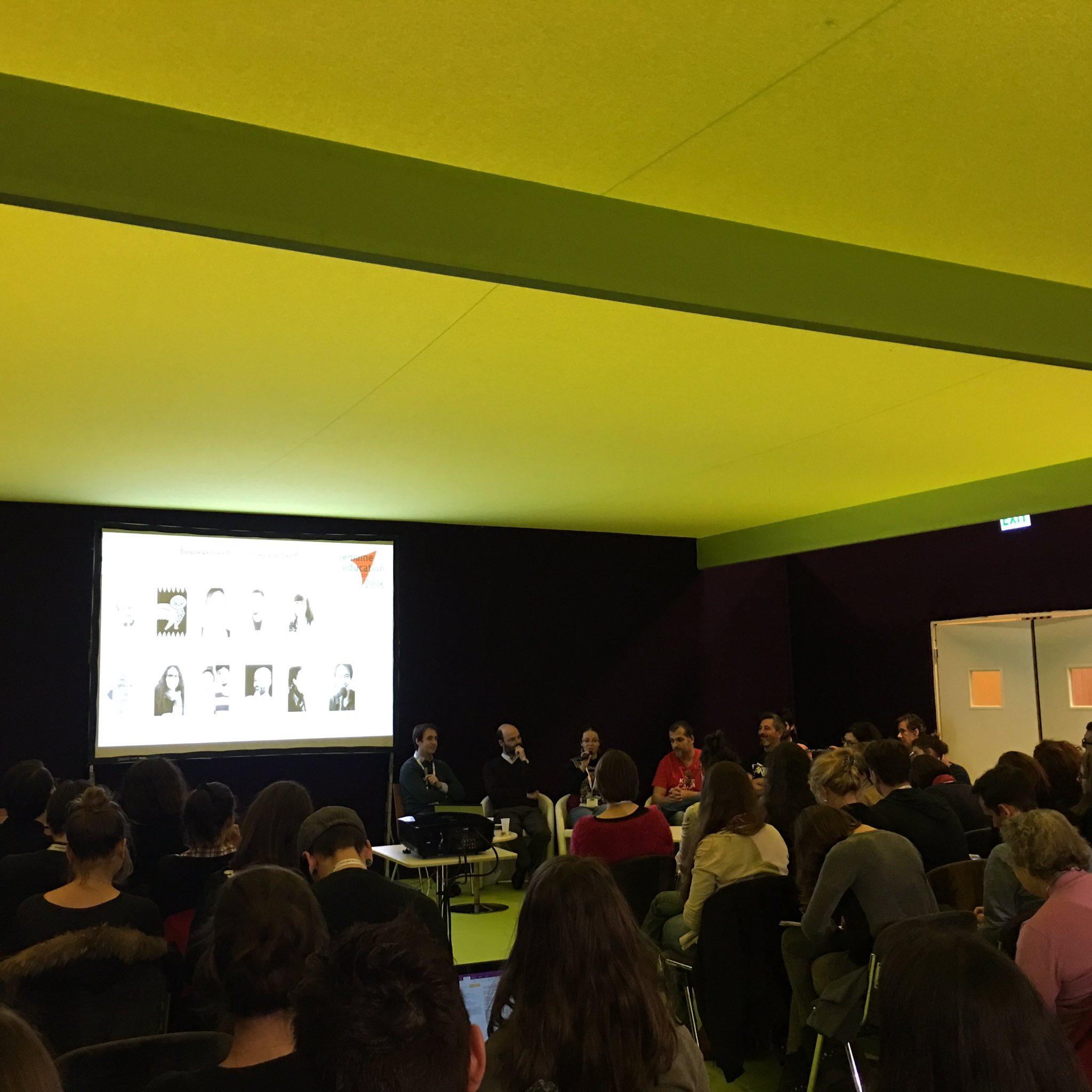 Motivations des YouTubeurs présents toutes différentes mais public toujours au rendez-vous #educatectice #ParisEdWeek @weblaligue https://t.co/BNi452G0XY