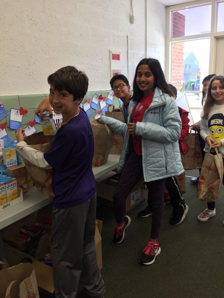 Grade 5 Ss doing their part for those in need #seamanstrength #seamancares @JerichoUFSD https://t.co/4X0Oy0TdVt