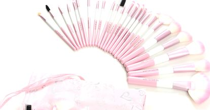 Need a great gift for the beauty obsessed? Check out some makeup brush sets!!