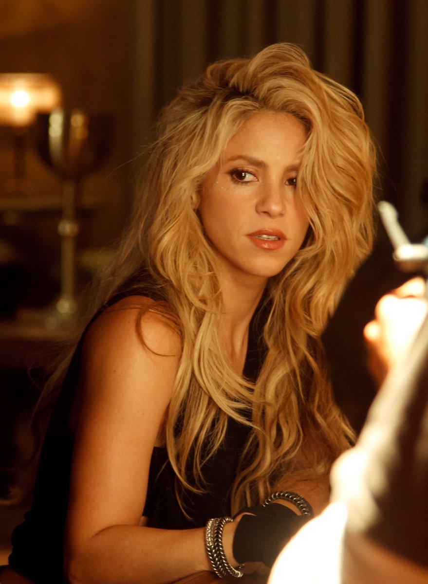 Shakira On Twitter Heres At The Bar Chantaje Shoot Watch Full Video Tco XQyeBgfqKR Now ShakHQ