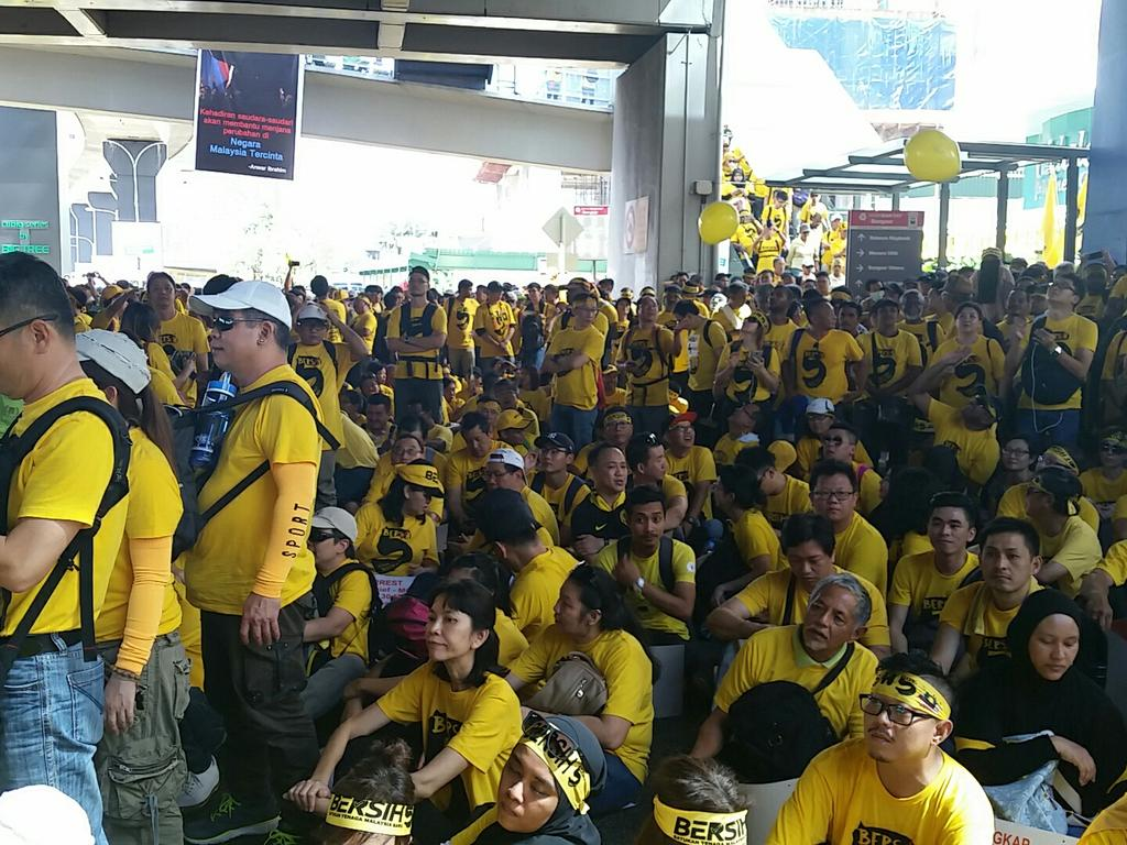 Very united, peaceful Malaysians on d streets #bersih5 https://t.co/WDmOcb8ftI