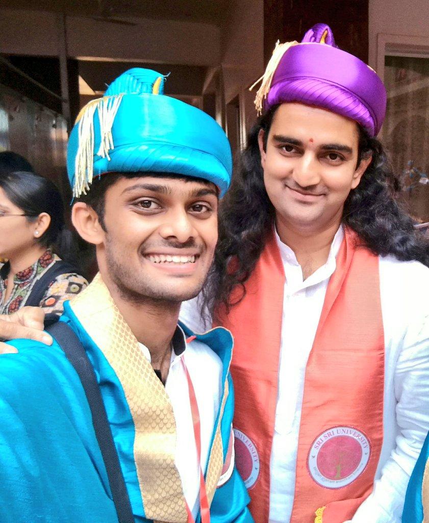 Yesterday at #MyConvocation @SriSriU with the best, @GirinGovind Ji (HOD of Yoga @SriSriU & my mentor)pic.twitter.com/AGdMquEgSs