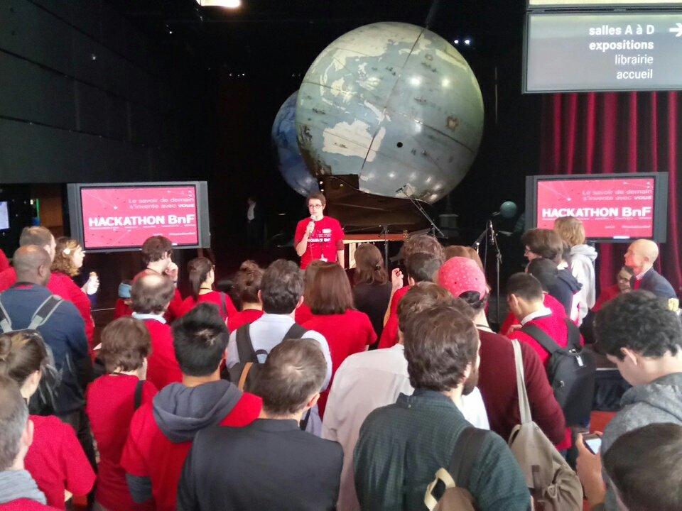 Pitch des projets du #hackathonBnf à la @gallica https://t.co/m5rjF7kUsP