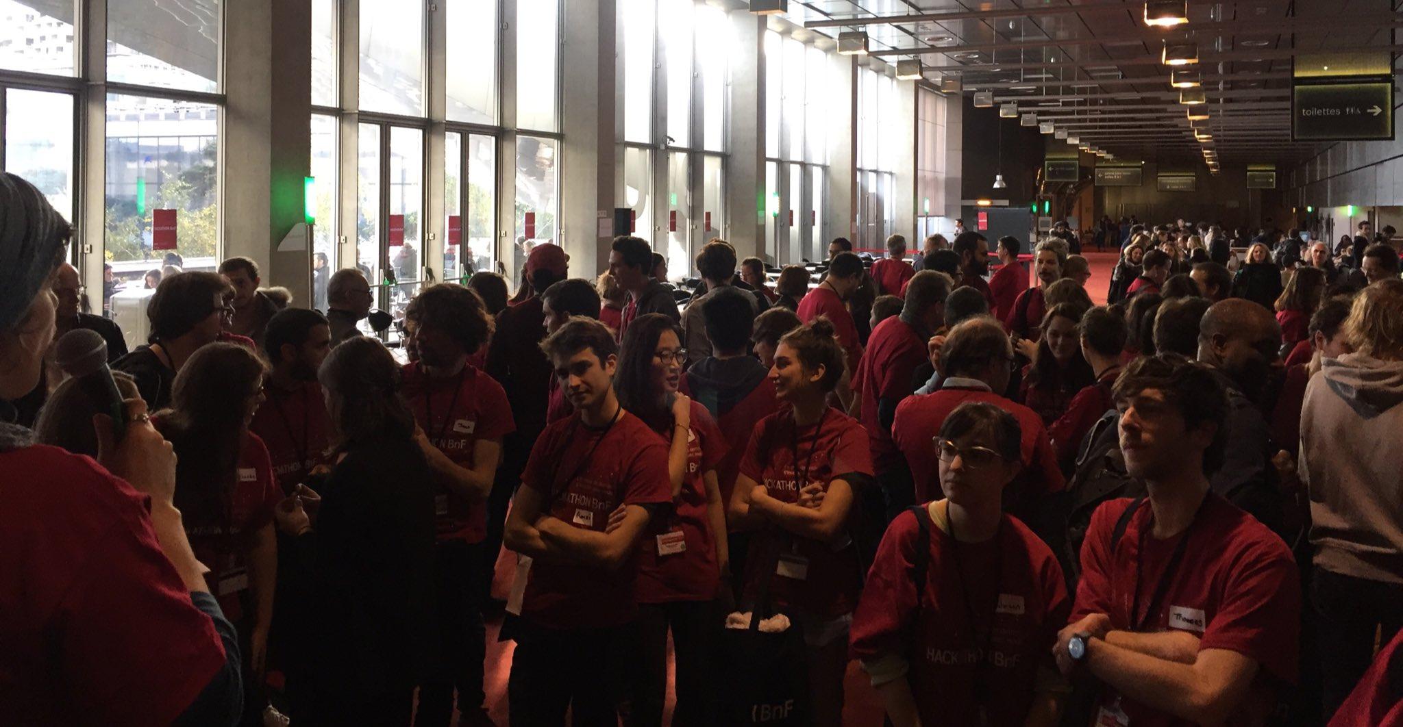 #hackathonBnf quelques minutes pour finaliser les équipes et que chacun trouve projet à son pied. Go, go, go ! https://t.co/pbLa9DaSi4