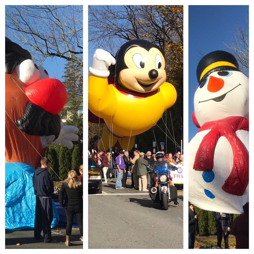 MORE PLEASE: Balloons a huge hit at @newrochamber Thanksgiving Parade https://t.co/kBZD6BXLdN