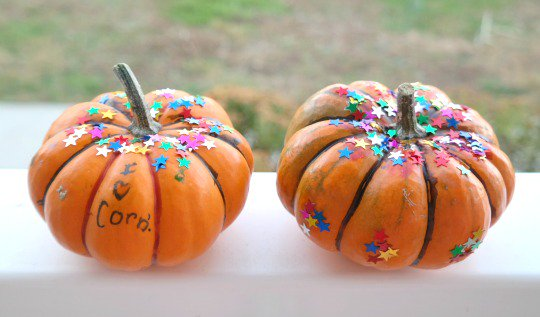 Kid's Craft Project: Glittered Pumpkins for Thanksgiving kids crafts
