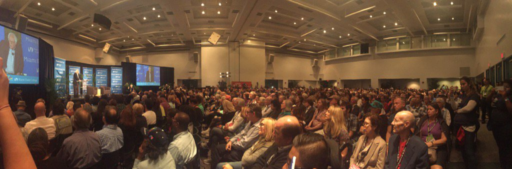 It's a packed house for @SenSanders, with even larger crowds watching the live stream outside. #MiamiBookFair2016 https://t.co/ngfrl40C37