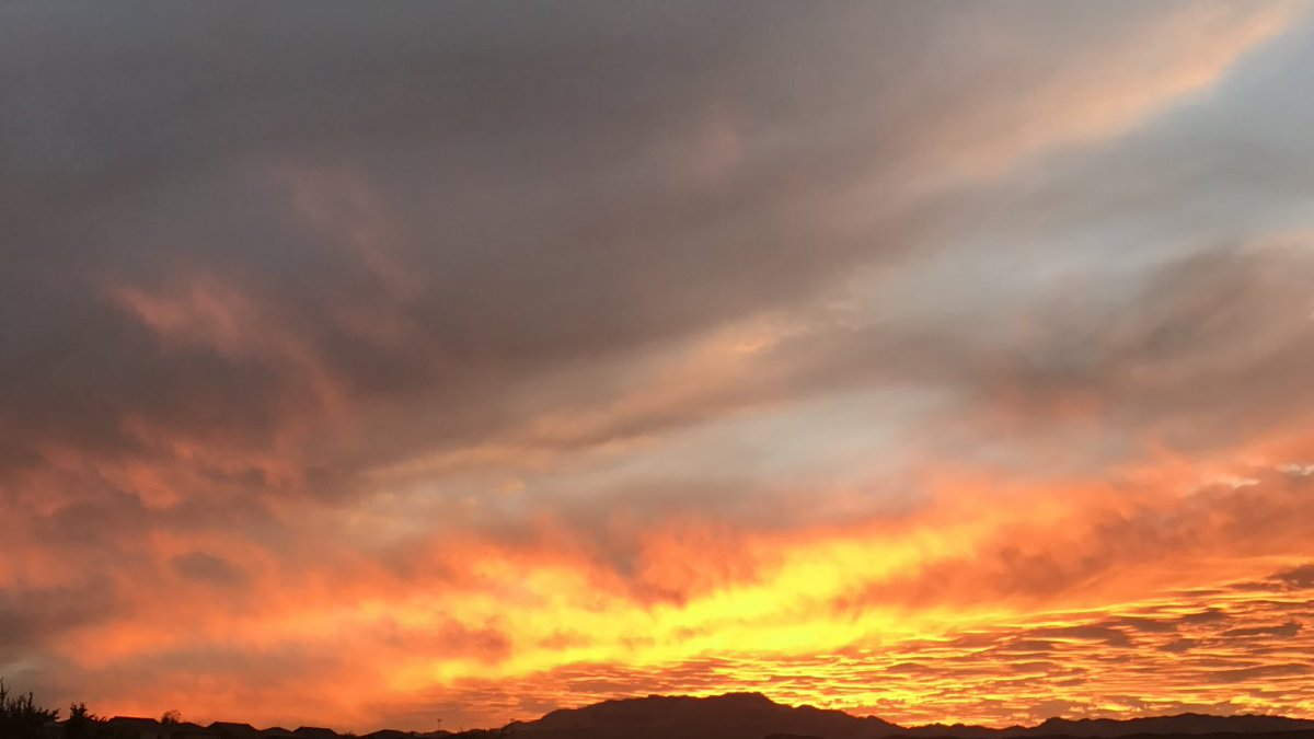 @Earth_Pics Sunset in #LasVegaspic.twitter.com/MiKBn3SJ9m