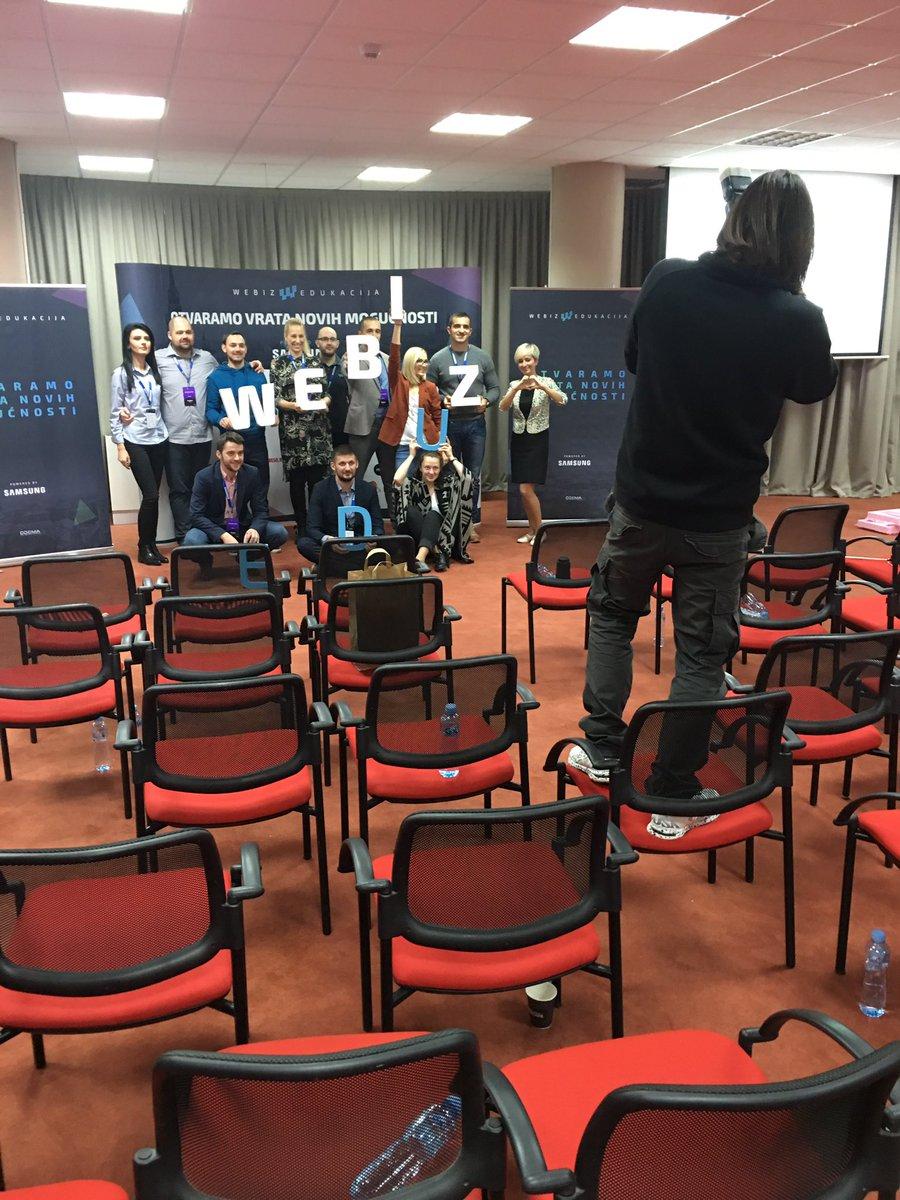 Pobednički photo shoot sjajne ekipe @Webiz_ZR nakon još jedne odlične #Webiz konferencije! Dogodine u Zrenjaninu :) https://t.co/KSjnzgS4HD