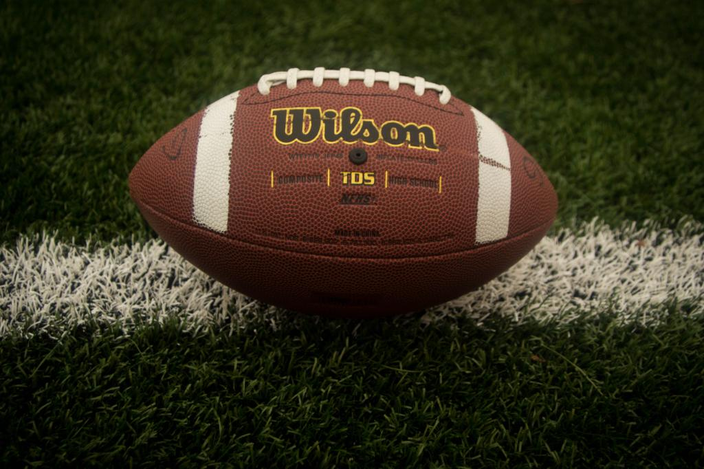Pro football action is kicking off today and #Lilybarlv will be showing the games all day! https://t.co/hFVbiHYcTR