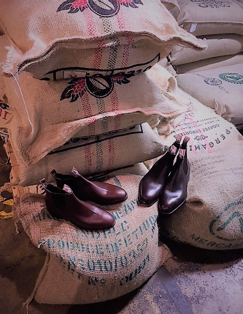 For this week only grab a coffee @OZONECOFFEEUK & give your boots some love with a free express shoeshine with our team in store 07.30-10.30