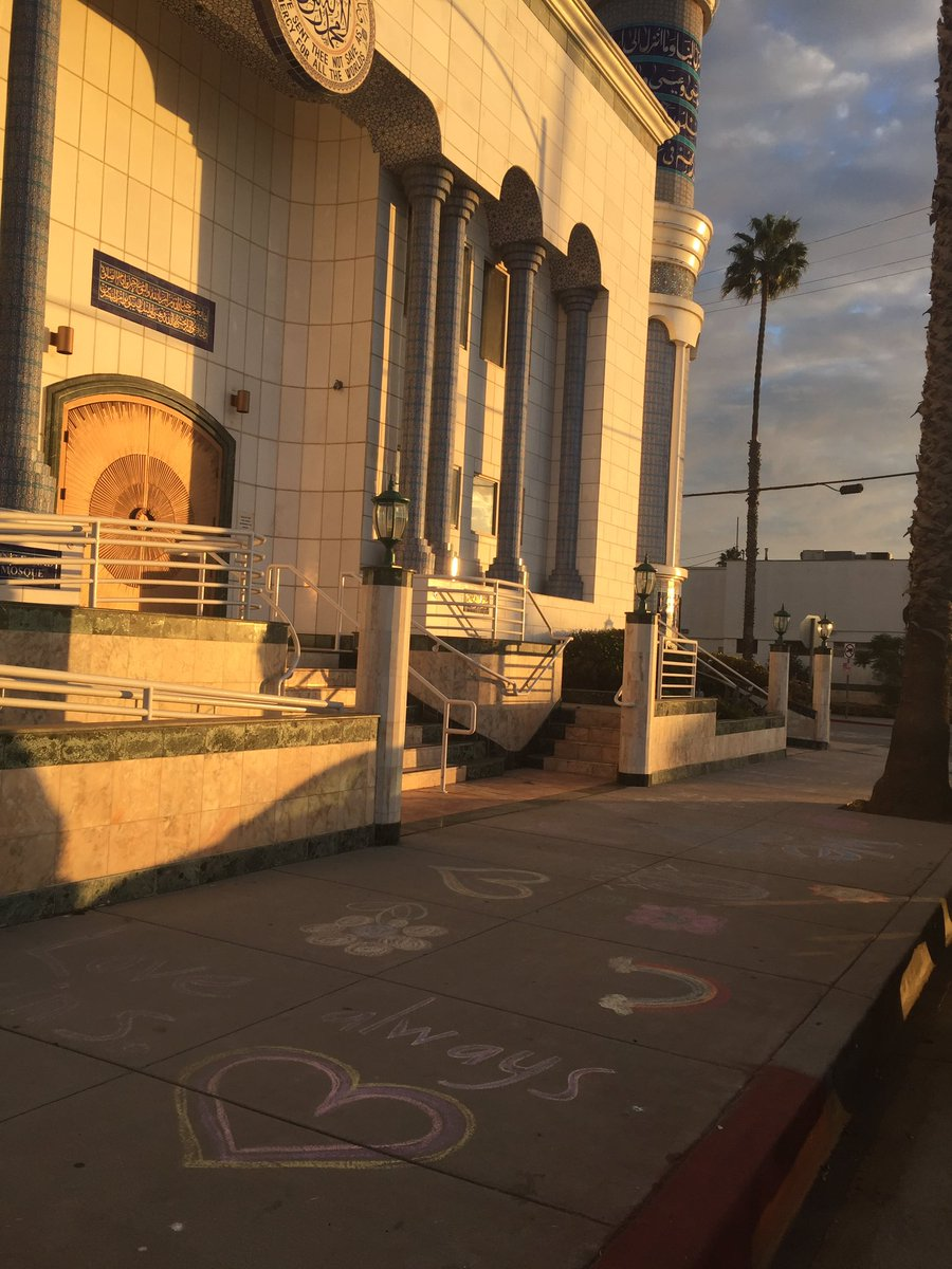 Wish the press would cover the kind of graffiti we have in front of our local mosque https://t.co/7Qus2kF5og