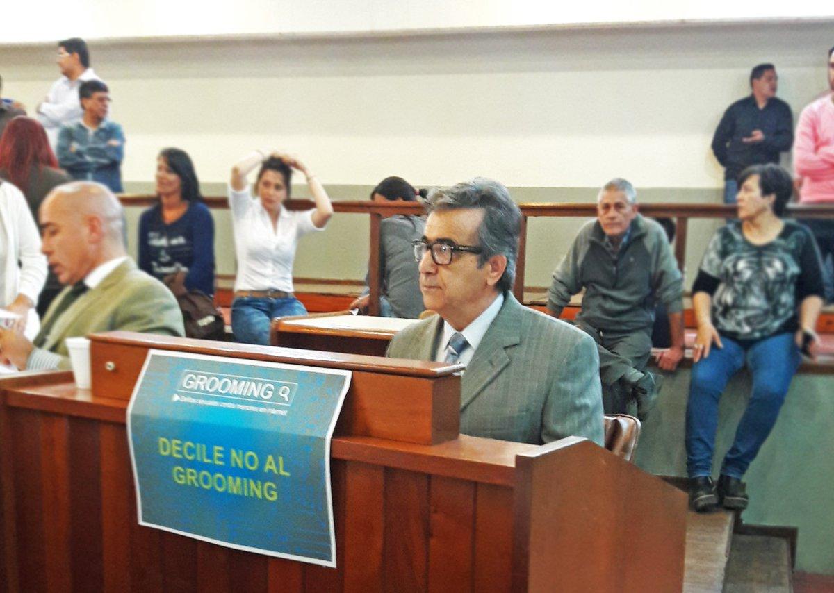 #FrenteRenovador #TresDeFebrero &quot;DECILE NO AL GROOMING&quot;<br>http://pic.twitter.com/x6br9UefCN