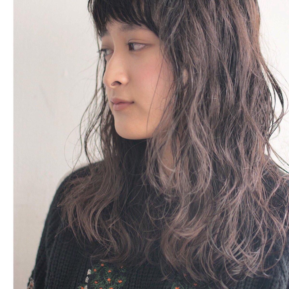 重すぎず、軽すぎず、クセ毛よりも可愛くパーマをかけます。 エアウェーブパーマは髪に最適な温度の温風でかけるパーマなので、手触り柔らかダメージレスです。