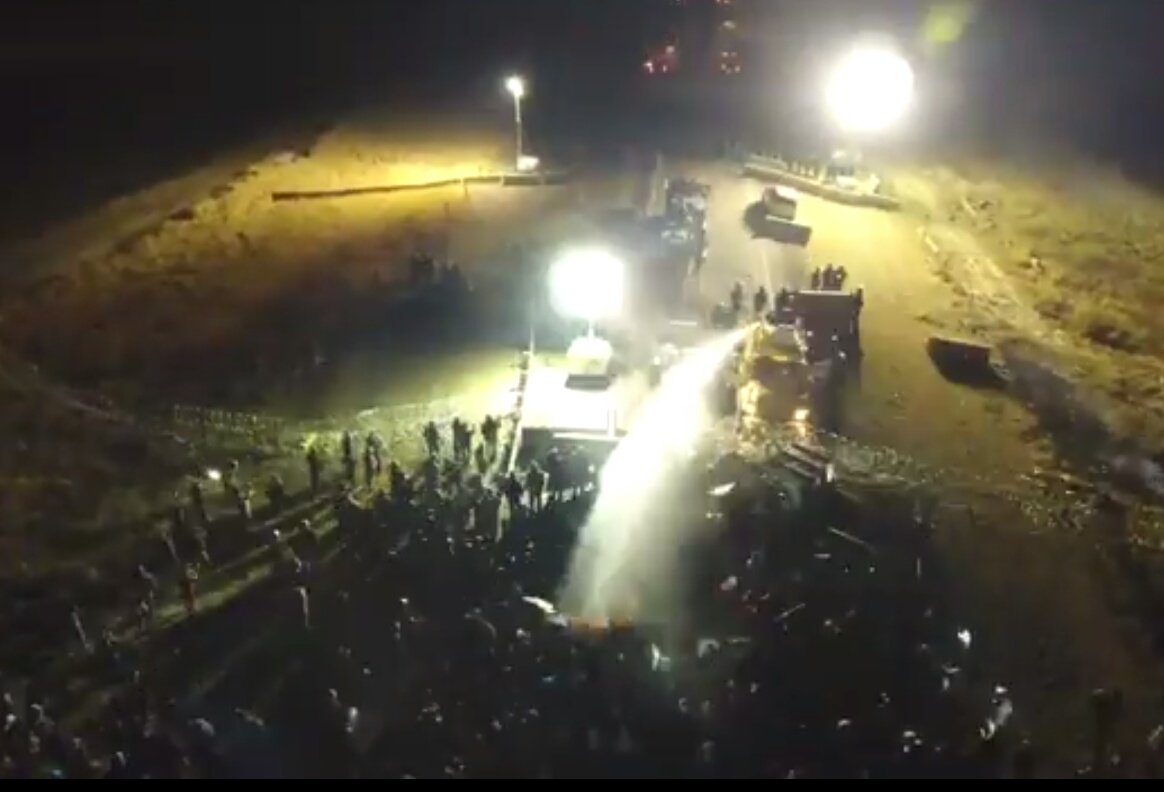 allie word allieword twitter unarmed peaceful nativeamerican waterprotectors violently attacked in standingrock by police 4 protecting water from pipeline nodaplpic twitter com
