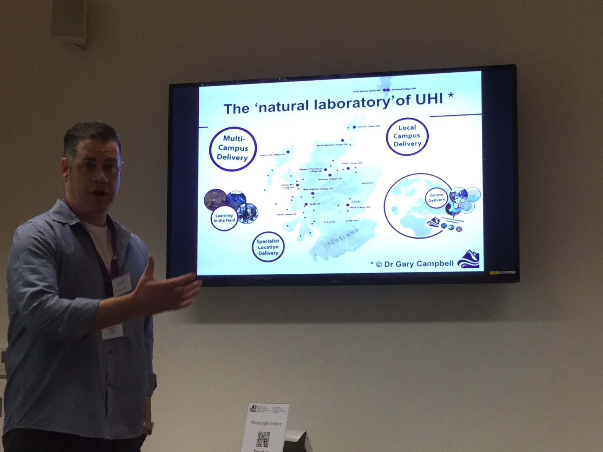 Prof Keith Smyth giving an overview of UHI #elesig https://t.co/DytCZYVvoc